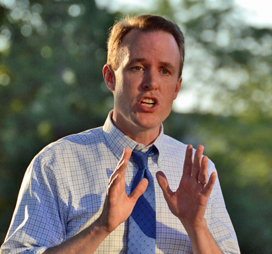 Ed FitzGerald, a Democratic candidate for Ohio governor, spoke to a small crowd Sunday in Van Wert's Fountain Park. (Dave Mosier/Van Wert independent)