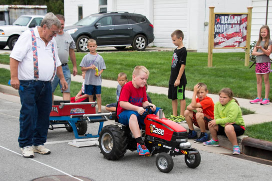 2016-community-days-kiddie-tractor-pull