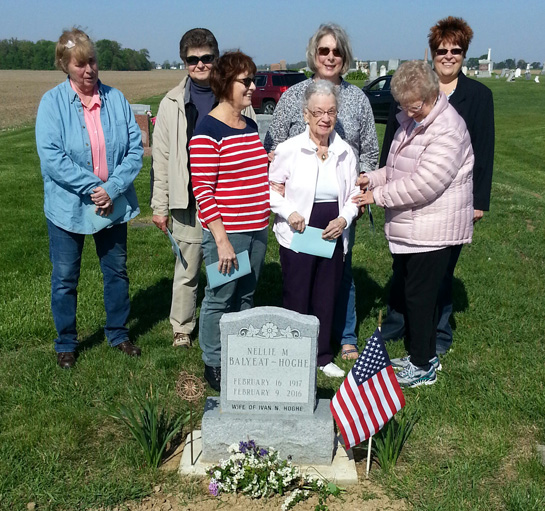 DAR -Memorial Day grave marking 5-2017
